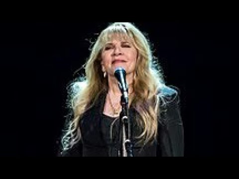 How and Why Did Stevie Nicks Takeover Fleetwood Mac?