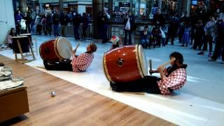 Taiko drums at the Danbury Mall