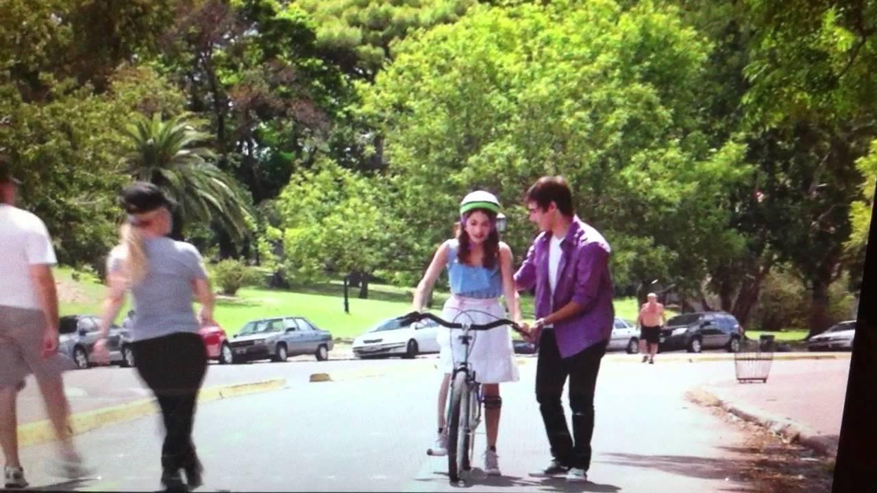 Enseñar A Los Chicos A Andar En Bici: Leon Le Enseña A Vilu A Andar En Bici