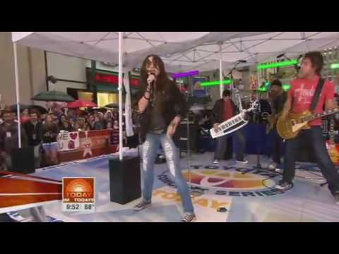 Miley Cyrus - Kicking And Screaming LIVE At Today Show (August 28, 2009)