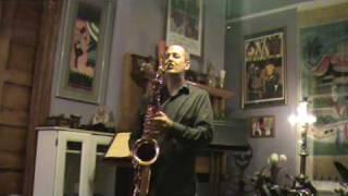 Saxgourmet Super 400 Tenor Saxophone with Tony Dagradi