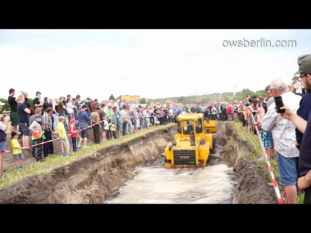 Zettelmeyer ZL 1801 im Schlammloch. ??????? ? ????. ZL 1801 stuck in puddle.