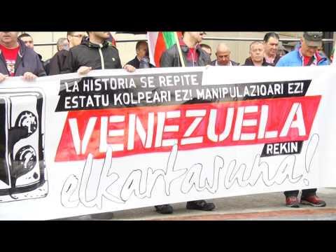 Protesta en Bilbao contra manipulación informativa sobre Venezuela frente a sede de medios