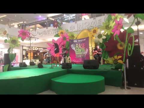 Free Download Lala Karmela - Berkilau ( Perform Rase Cinta Indonesia Tampil Live Festival Citylink) Mp3 dan Mp4