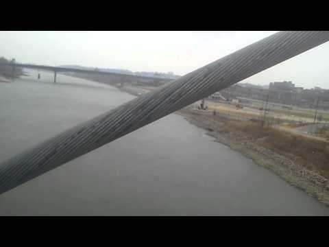 Vibrating bridge