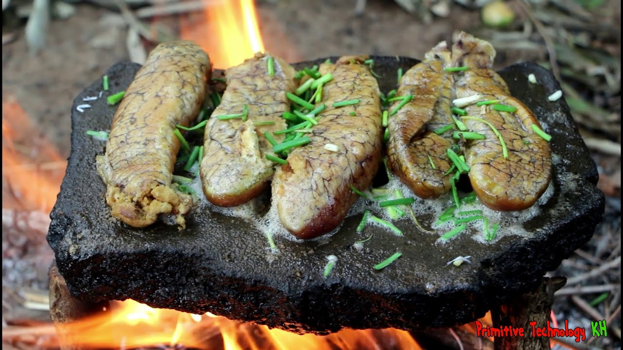 Primitive Technology - Eating delicious - Cooking fish egg on a rock - YouTube