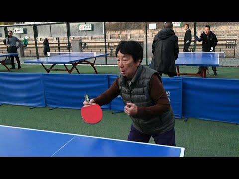 شاهد: لعبة البينغ بونغ... متنفس المتقاعدين الصينيين رغم البرد القارس في بكين…  - 16:58-2021 / 1 / 2