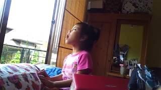 "Zahra 3 th,Menirukan adegan dari Film ""Petualangan Sherina"""
