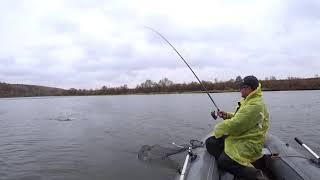 Вот такая рыбалка 6 октября.А они клюют,но ловить некомфортно.