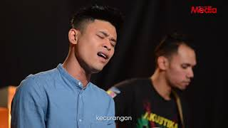 Download Mp3 Andi Bernadee - Tiada Lagi Maaf - Live Akustik - The Stage - Media Hiburan