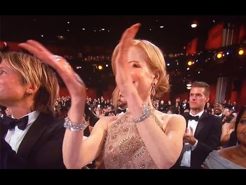 Nicole Kidman doesn't know how to clap?