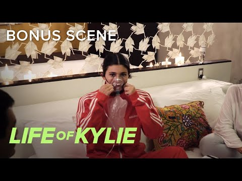 Kylie Jenner Gets Oxygen Treatment While in Peru | Life of Kylie | E!