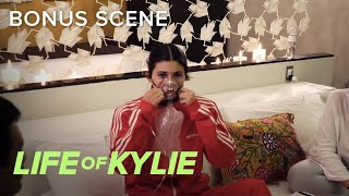 Video Kylie Jenner Gets Oxygen Treatment While in Peru | Life of Kylie | E! download MP3, 3GP, MP4, WEBM, AVI, FLV September 2017