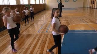 """Урок физической культуры проведенный в 3 классе. Тема урока: """"Броски и ловля мяча в парах""""."""