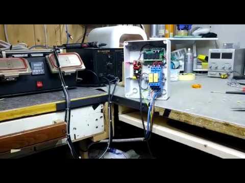 Montacarichi comandato da telecomando con centralina 433 for Telecomando montacarichi