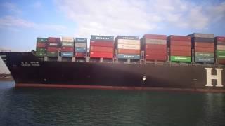 حركة الملاحة بالقناة بالقرب من قناة السويس الجديدة وأعمال التكريك