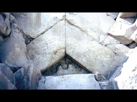 What Happened To The Grand Entrance Of The Great Pyramid Of Giza?