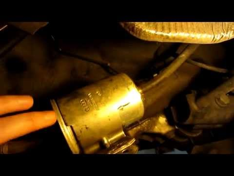 VW Passat (B5, B55) Fuel Filter Replacement - YouTube