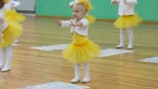 Танец 'Лимонадный дождик'. Наш позитивчик!!! (София Тихомирова-3 года)