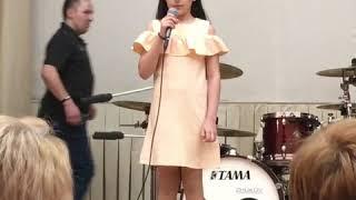 Концерт в честь 8 марта в школе 1947 г. Москва