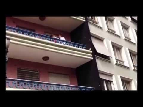Man bursts in on cheating wife as she romps naked on sofaKaynak: YouTube · Süre: 1 dakika35 saniye