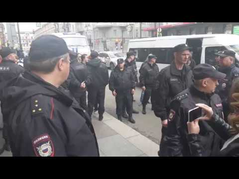 Встреча задержанных в Дзержинском суде (12.06.2017)