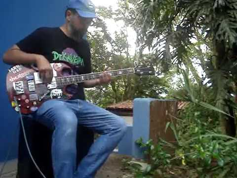 Playing a kind of Baião Blues groove with a Giannini SG Bass (Take 2)!