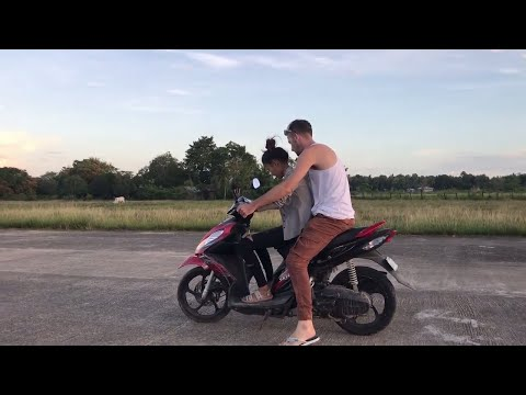 13 year old FIRST MOTORCYCLE LESSON (my daughter) - Moto Rider