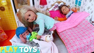 Baby Dolls Family Morning Routine in Dollhouse Toys Play!