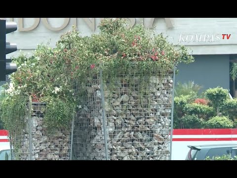 Gembong Warsono: Instalasi Batu Gabion Tak Inspiratif