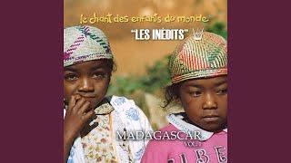 Iza no mahalala (Qui peut dire comment sortir le pays de la pauvreté...)