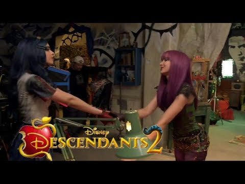Descendants 2 -  Space Between - Behind The Scenes in  360º