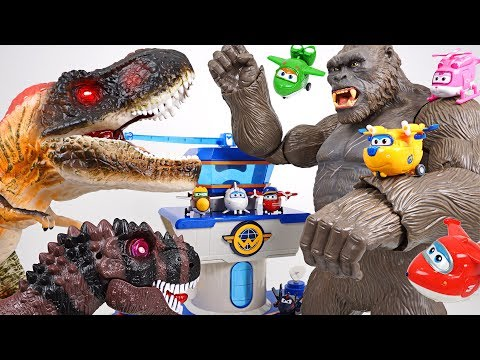 Terrible super giant dinosaur appeared at Super Wings airport! Help us, King Kong!! - DuDuPopTOY