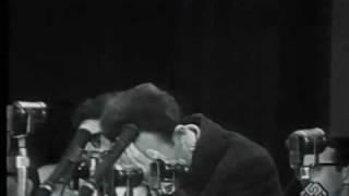 الرئيس الراحل هواري بومدين يذرف الدمع