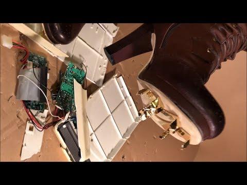 She crushed on electric appliances with baseball cleats boots. 金属スパイクのハイヒールブーツでDVDプレイヤーを踏み壊す