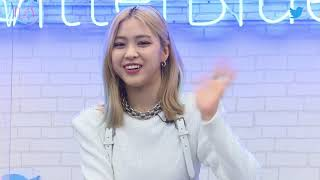 #TwitterBlueroom LIVE with #ITZY cb   Twitter
