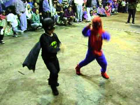 Inocentes Caranqui 2013 Batman y Spiderman bailan Gangnam Style Travel Video