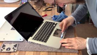 Let's Fix Computers Ep.14 - Trackpad Cleaning