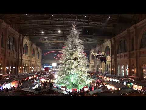 The Swarovski Christmas Tree at Zurich Main Station with Intro and Commentary in German