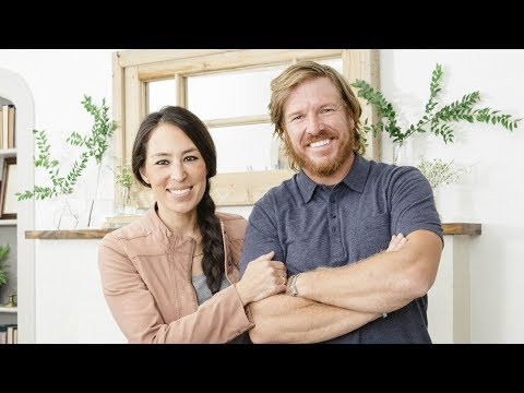 fixer upper season 5 episode 1 austin couple finds waco charm youtube. Black Bedroom Furniture Sets. Home Design Ideas