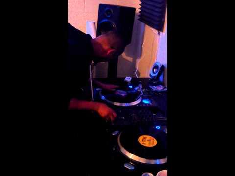 DJ Metro scratch session @ the Music Garage (Chicago)