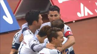 ゴール前でマークを外した中里 崇宏(横浜FC)が右サイドからのクロスを...