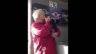 Therapy Dog Sings For Southwest Airline Passengers Departing Reno-tahoe International Airport