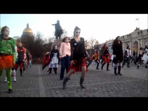 В центре Петербурга танцевали зомби
