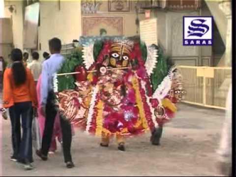 Yashoda Maiya Khol Kiwadiya Lalo Aayo Gau Charey