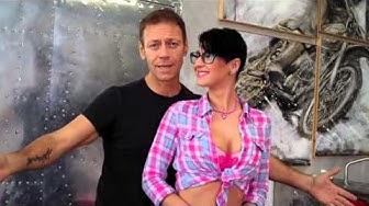 Rocco Siffredi presenta la sua Arisa pornostar