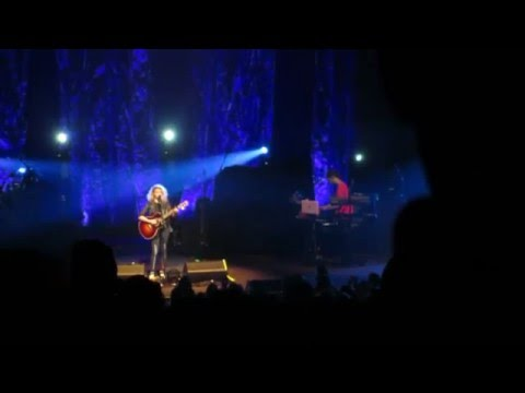 Tori Kelly - Paper Hearts/Beautiful Things - Vancouver 2016