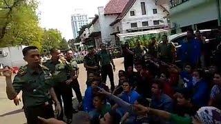 Download Video Aksi Demo Mahasiswa Medan, TNI Melindungi Mahasiswa Dari Kejaran Yang Mengejar MP3 3GP MP4