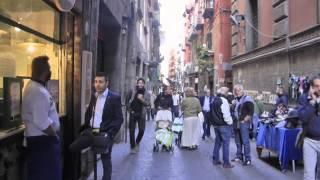 Viaggio a Roma Napoli In Giro per San Gregorio Armeno Si Respira Natale