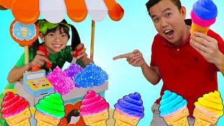 컬러풀한움직이는모래과일아이스크림카트음식장난감으로역할놀이하는엠마